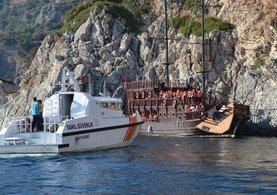 Korsan gezi teknesi kayalıklara çarptı !