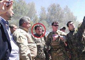 ABD'li komutanın yanındaki bakın kim çıktı!