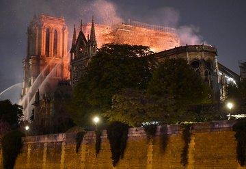 Ünlü isimlerin Notre Dame paylaşımları