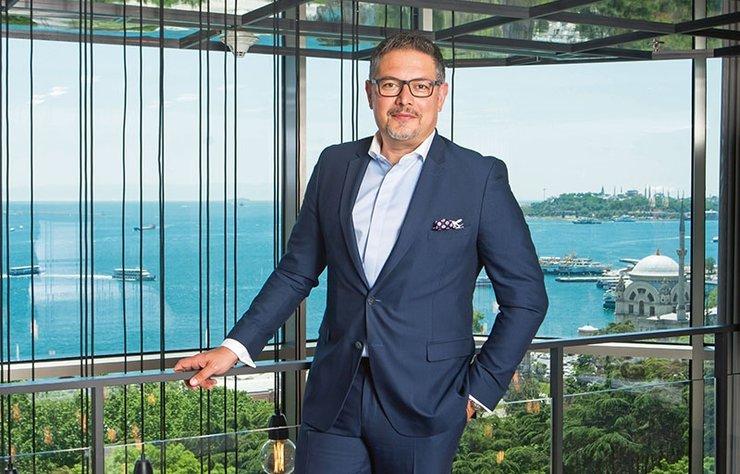 Swissotel The Bosphorus, İstanbul Genel Müdürü Uğur Talayhan ile buluştuk, otelde yaz boyunca misafirleri bekleyen yenilikler ve gelecek dönem planları üzerine konuştuk.