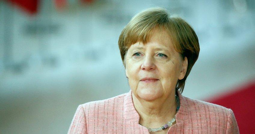 Merkel seyahat rekoru kırdı
