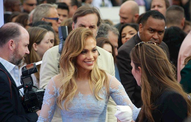 Jennifer Lopez, hemcinslerini 33 yaşından küçük erkeklerle ilgili tavisyesiyle uyardı. J Lo ciddi mi?