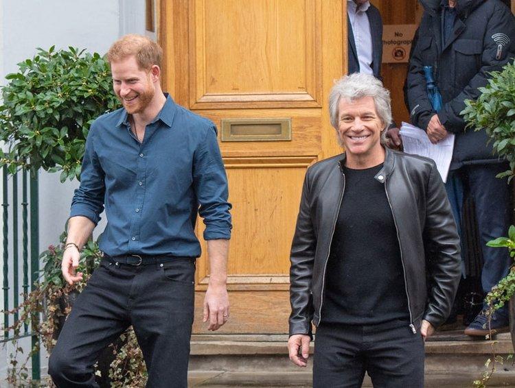 """Prens Harry ile Bon Jovi'den """"Unbroken"""" şarkısı!"""
