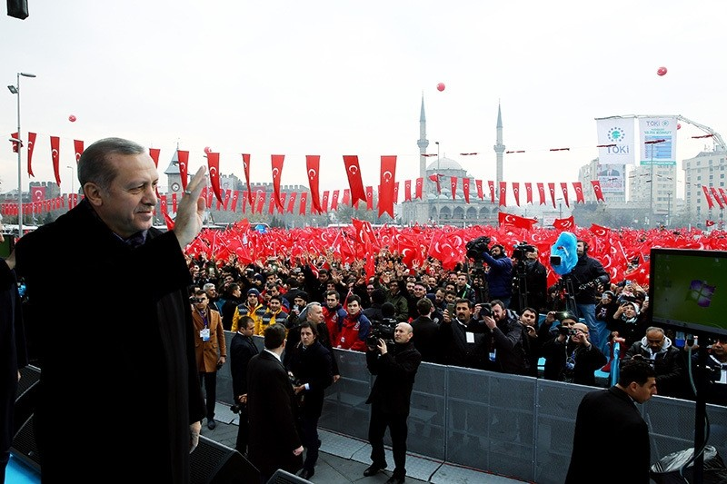 President Erdou011fan waves at the crowd in Republic Square in central city of Kayseri, Dec. 4, 2016. (AA Photo)