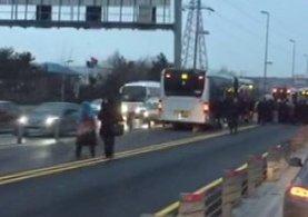 Metrobüs yolunda kaza meydana geldi