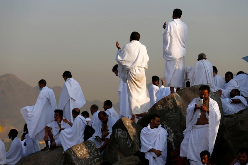 Muslim pilgrims gather on Mount Mercy on the plains of Arafat during the annual haj pilgrimage, outside the holy city of Makkah, Saudi Arabia September 11, 2016.  REUTERS Photo