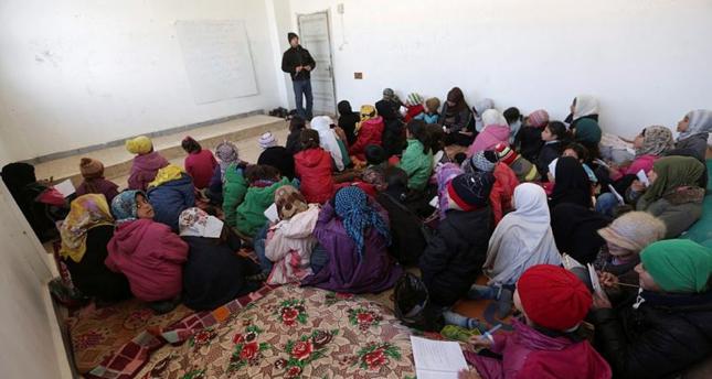 250 طالباً سورياً يعودون لمدرستهم التي حولها داعش إلى سجن في شمال حلب