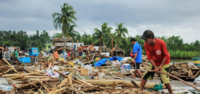 TYPHOON KILLS 13 IN PHILIPPINES