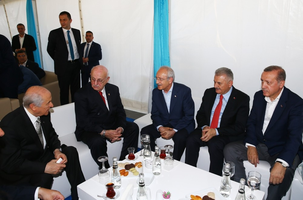 MHP Chairman Bahu00e7eli and CHP Chairman Ku0131lu0131u00e7darou011flu, PM Yu0131ldu0131ru0131m, Parliament Speaker Kahraman and President Erdou011fan in solidarity before the Yenikapu0131 rally on Sunday.