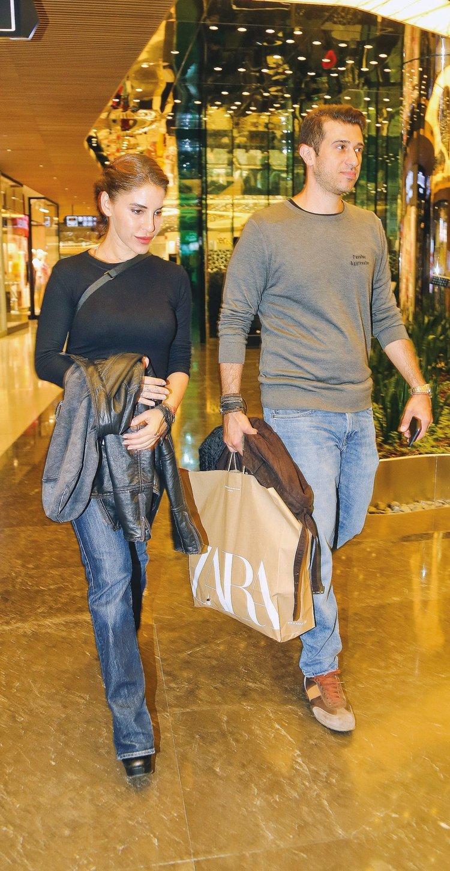 Yeni sevgililer alışverişte