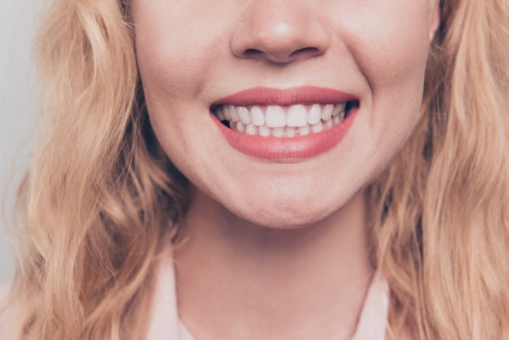 Bembeyaz dişler için 8 etkili öneri