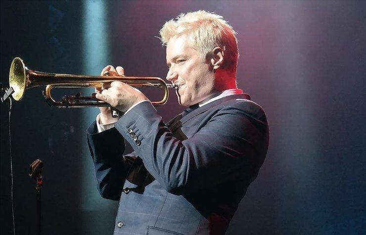 ABD'li caz trompetçisi Chris Botti, Atatürk Kültür Merkezi (AKM) açılış etkinlikleri kapsamında müzikseverlerle buluşacak.