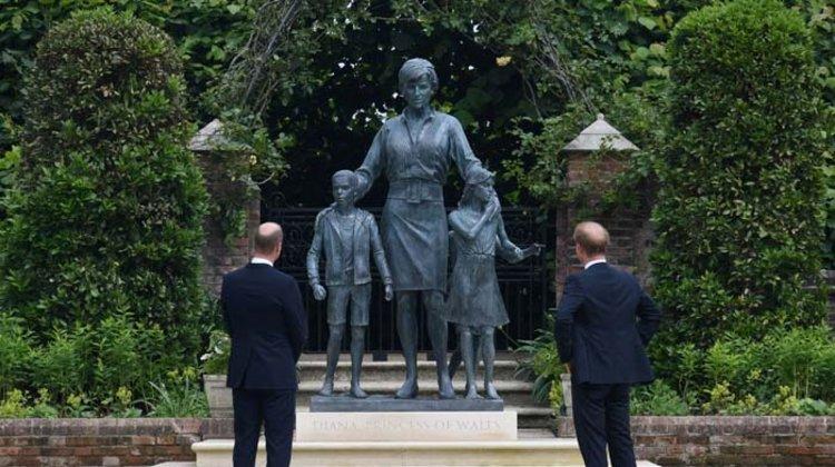 Prenses Diana'nın Heykeli 60. Doğum Gününde Açıldı
