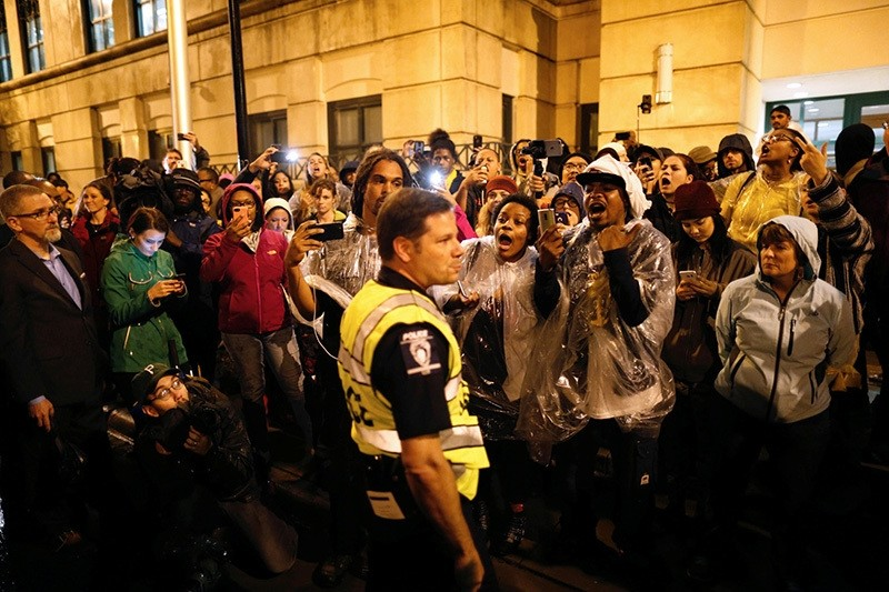 Protesters in uptown Charlotte, North Carolina following the decision of the district attorney not to press criminal charges against police in the shooting of Keith Scott, Nov. 30, 2016. (REUTERS Photo)