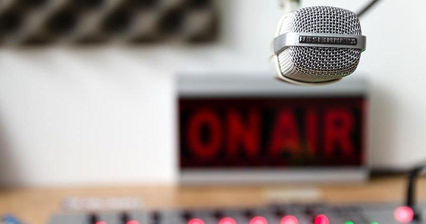ABDde radyo sunucusu canlı yayında doğum yaptı