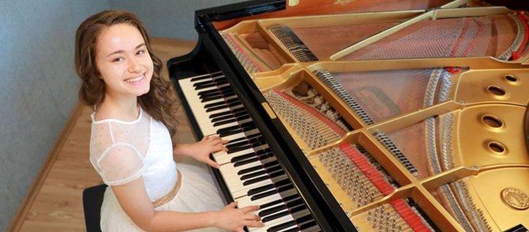 Genç piyanistten bir başarı daha