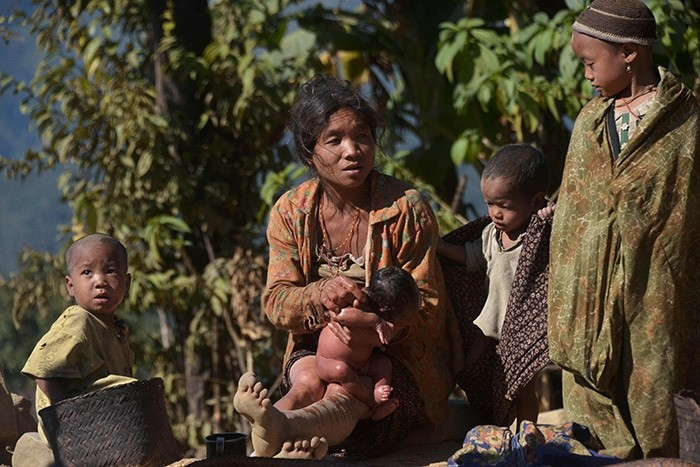 This photograph taken on December 24, 2014 shows a Naga ethnic woman bathing her child in Lahal township in the remote Sagaing region located in northern Myanmar. (AFP Photo)