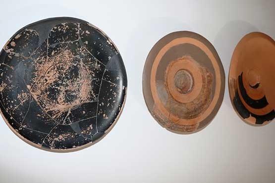 Assos'ta 2 bin 300 yıllık balık tabağı ve olta kancası bulundu