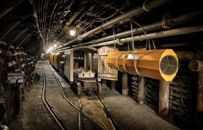 Madencilikveçimentosektörününsorunlarımasayayatırıldı