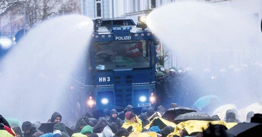 AfD Genel Kurulu'na protestolar damga vurdu