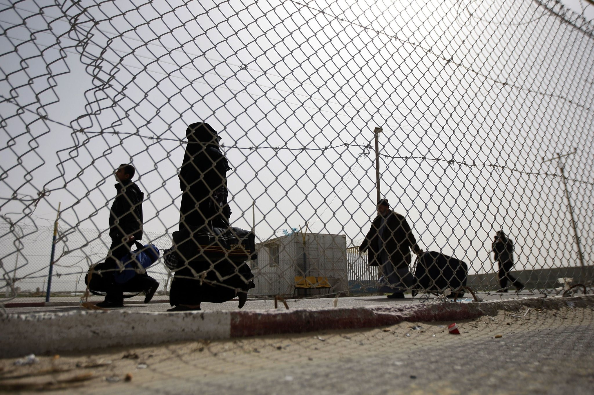 Palestinians arriving to the Gaza Strip from the Rafah border terminal between Egypt and the coastal strip, Feb. 19, 2011. (AFP Photo)u00a0