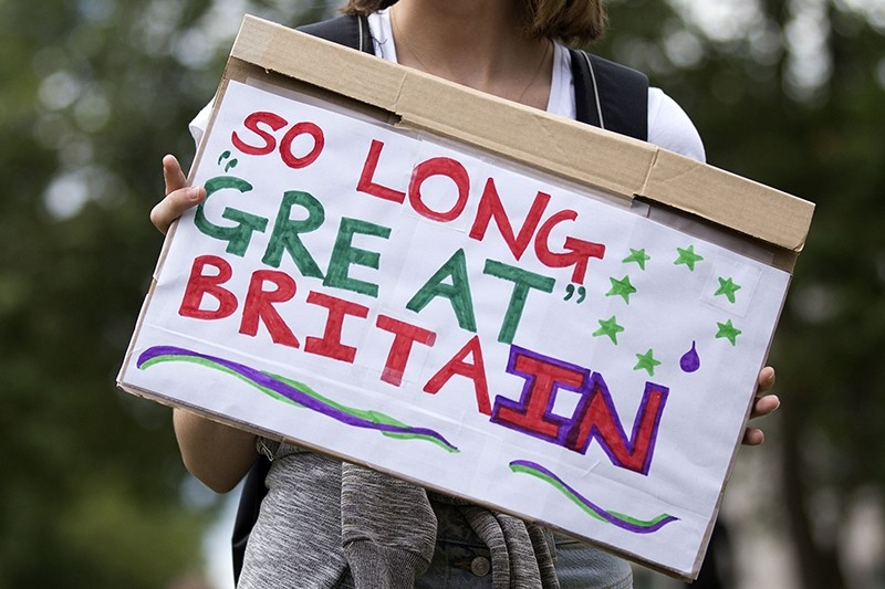 A demonstrator holds a placard that reads ,So Long Great Britain, during a protest against the pro-Brexit outcome of the UK's June 23 referendum on the European Union (EU), in central London on June 25, 2016. (AFP Photo)