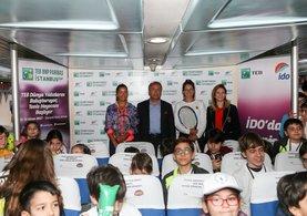 TEB BNP Paribas İstanbul Cup'ın son şampiyonları Çağla Büyükakçay ve İpek Soylu genç tenisçilerle buluştu.