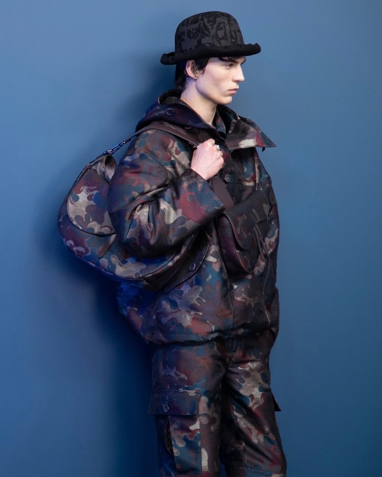 Peter Doig'dan Dior'a kamuflaj dokunuşu