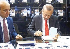 Yalçın Akdoğan, Erdoğan'ın liderliğini kitaplaştırdı