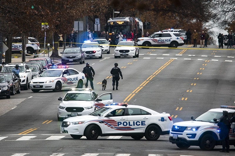 Police shut down Connecticut Avenue outside Comet Ping Pong (EPA Photo)