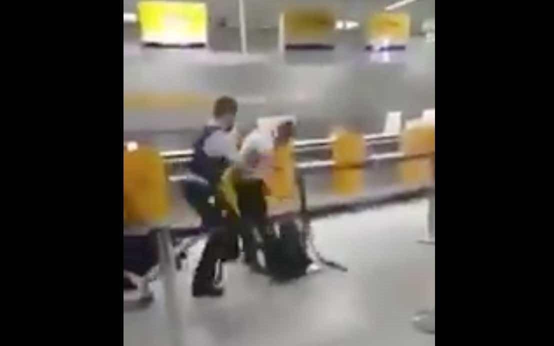 Eşinin başını açmak isteyen Alman polisine Müslüman kocanın kahramanca tepkisi