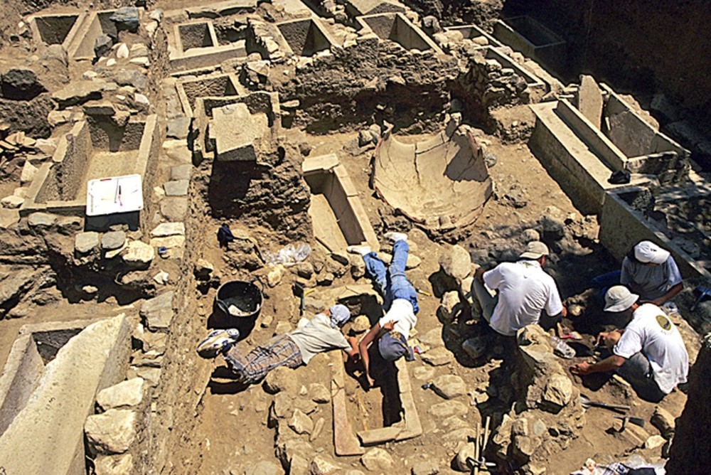 Excavations at the ancient city of Antandrus has been going on since 2000 under the supervision of Professor Gu00fcrcan Polat of Ege University. His dream of following the footsteps of Aeneas will soon come true.