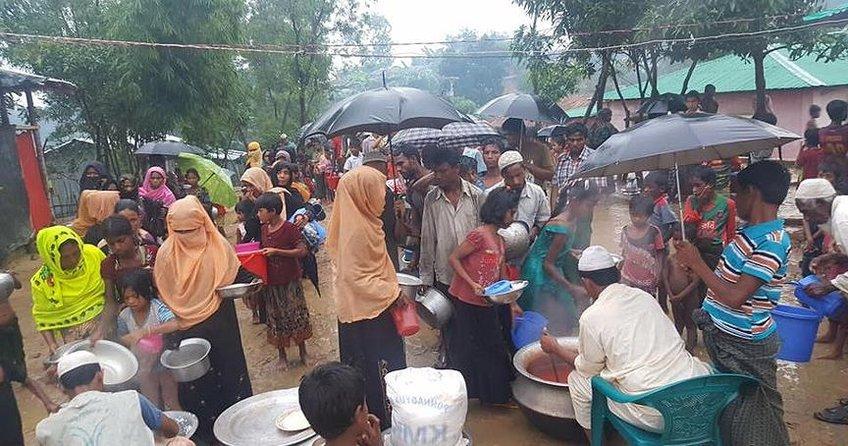 Endonezya'dan Arakanlı sığınmacılara 34 ton yardım