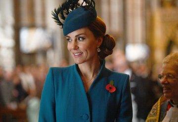 Kraliçe Elizabethden Kate Middletona kraliyet nişanı
