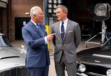 James Bond, Prens Charlesı ağırladı