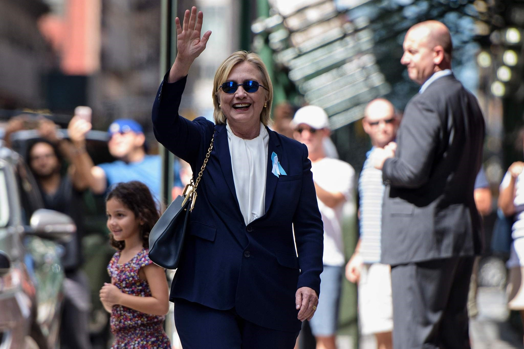US Democratic presidential nominee Hillary Clinton waves to the press as she leaves her daughter's apartment building after resting on September 11, 2016, in New York. (AFP Photo)