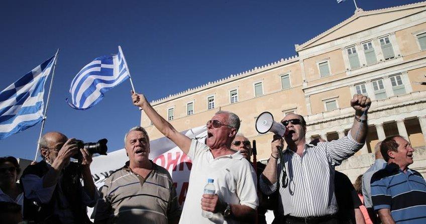 Yunanistanda halkın vergi borcu yükseliyor
