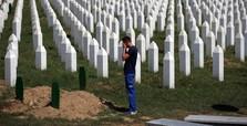Bosnian Serbs vote to overturn Srebrenica genocide report