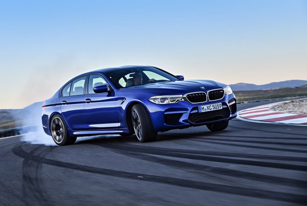 Yeni BMW 5 Serisi'nin en hızlısı tanıtıldı