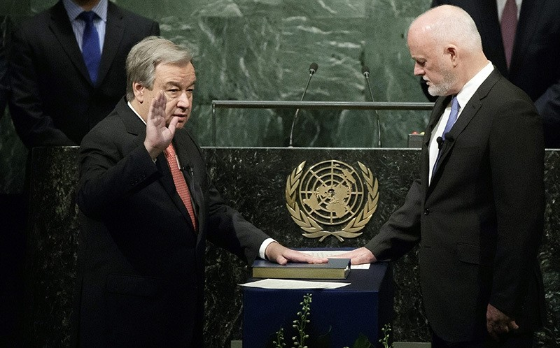 Antonio Guterres (L) is sworn in as the new Secretary-General of the United Nations by Peter Thomson (R), President of the 71st session of the General Assembly, at UN headquarters in New York, Dec. 12, 2016. (EPA Photo)