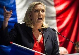 Le Pen: Avro öldü. Çıkıp Frank para birimine geçelim