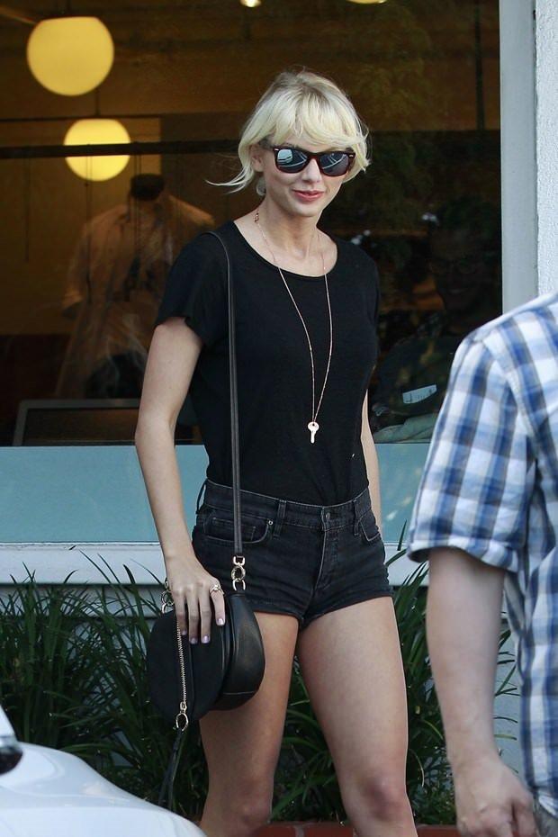 Taylor Swift yeni sevgilisiyle sahilde
