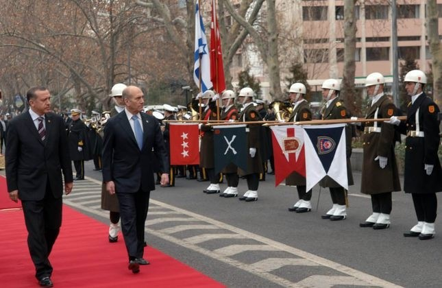 Then-Prime Minister Erdou011fan with his Israeli counterpart Ehud Olmert in the welcoming ceremony during his visit to Ankara on Feb. 15, 2007.