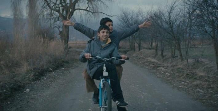 Mavi Bisiklet (Blue Bicycle)