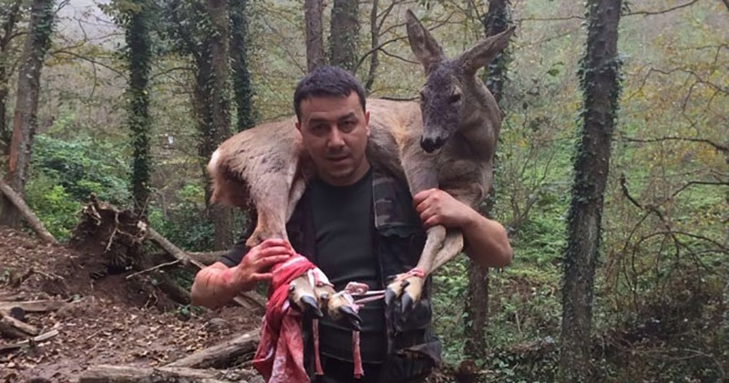 Hunter seen carrying the injured deer on his shoulders after discovering the animal unable to walk (Photo IHA)