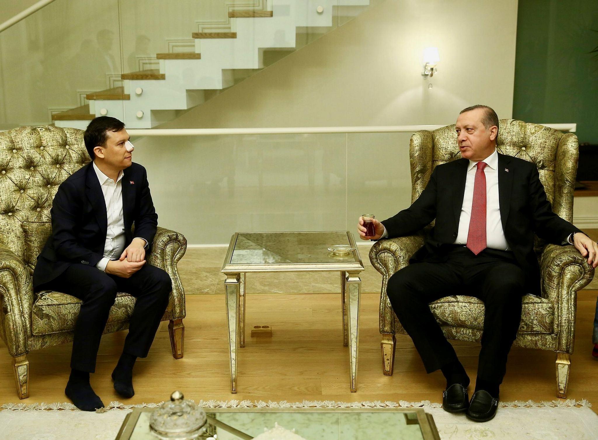 Fatih u015eahin (L) and President Erdou011fan