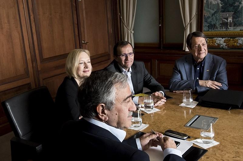 Northern Cyprus President Mustafa Akinci (L) faces Greek Cypriot leader Nicos Anastasiades (R) during Cyprus Peace Talks on November 20, 2016 in Switzerland. (AP Photo)