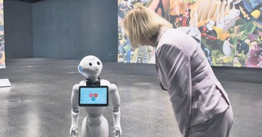 Robot profesör ilk dersine girdi