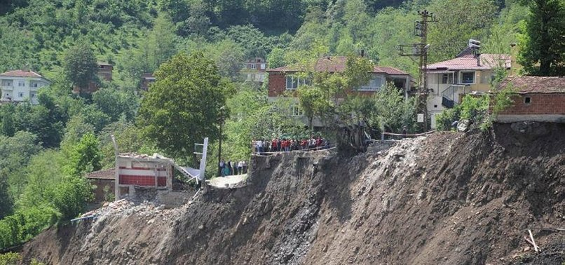 LANDSLIDE DESTROYS 22 BUILDINGS IN TURKEYS ORDU