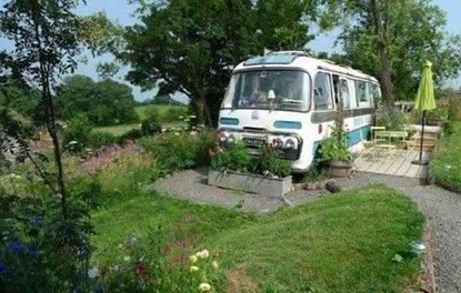 Eski otobüsü tatlı bir eve çevirdi